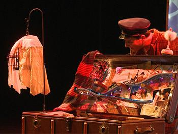 Zirkustheaterprogramm mit Joe Chickadee, Florian Krähenbühl on Tour